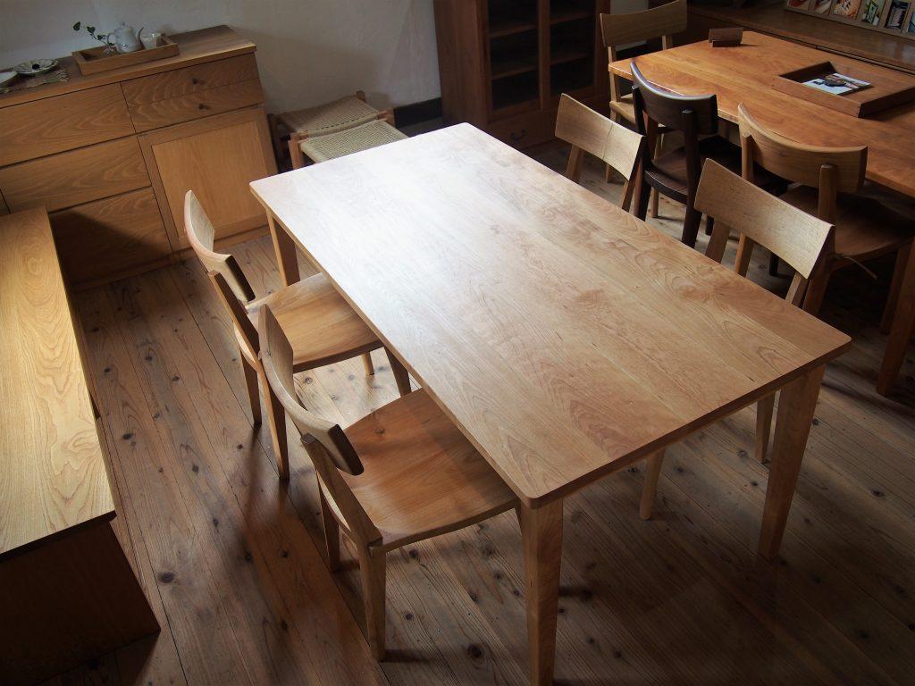 ダイニングテーブル2の写真